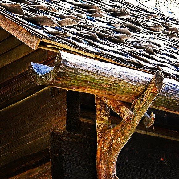 Из чего можно сделать сток для воды с крыши своими руками 81