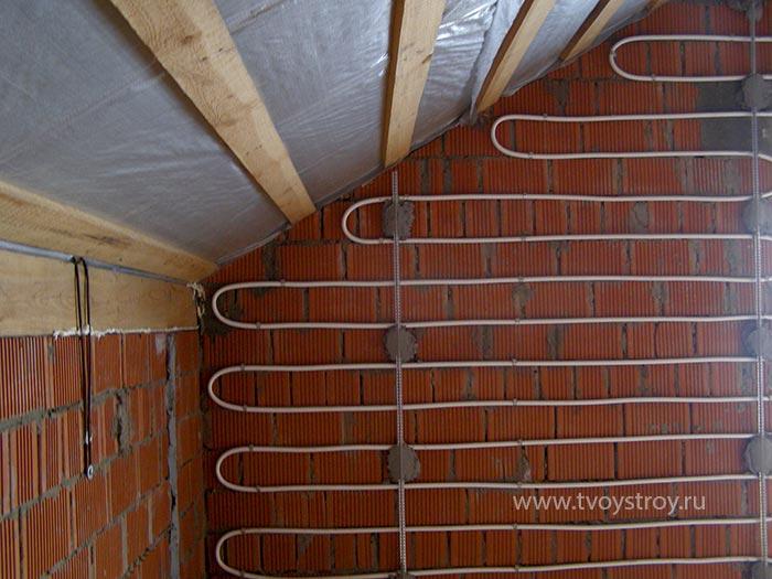 Теплый пол на стене дома