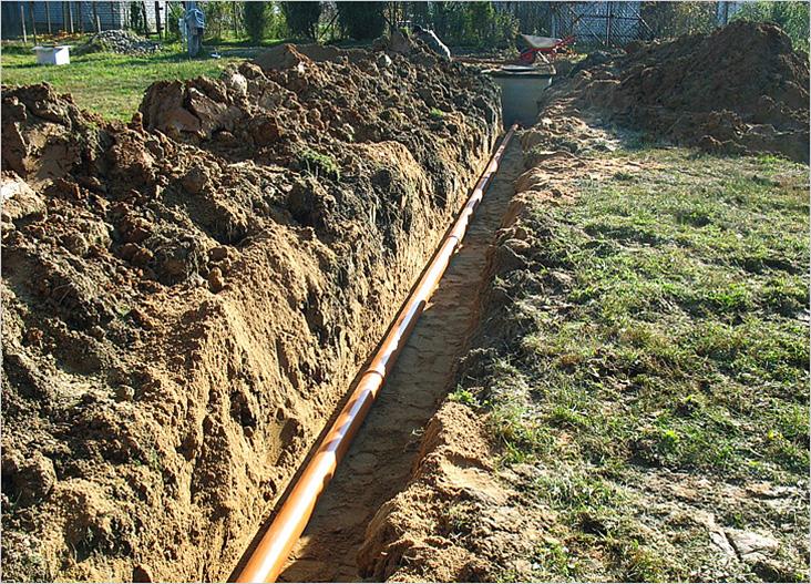 Прокладка канализационной трубы