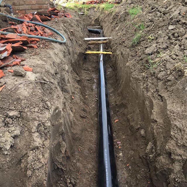 Прокладка трубопровода из черных труб