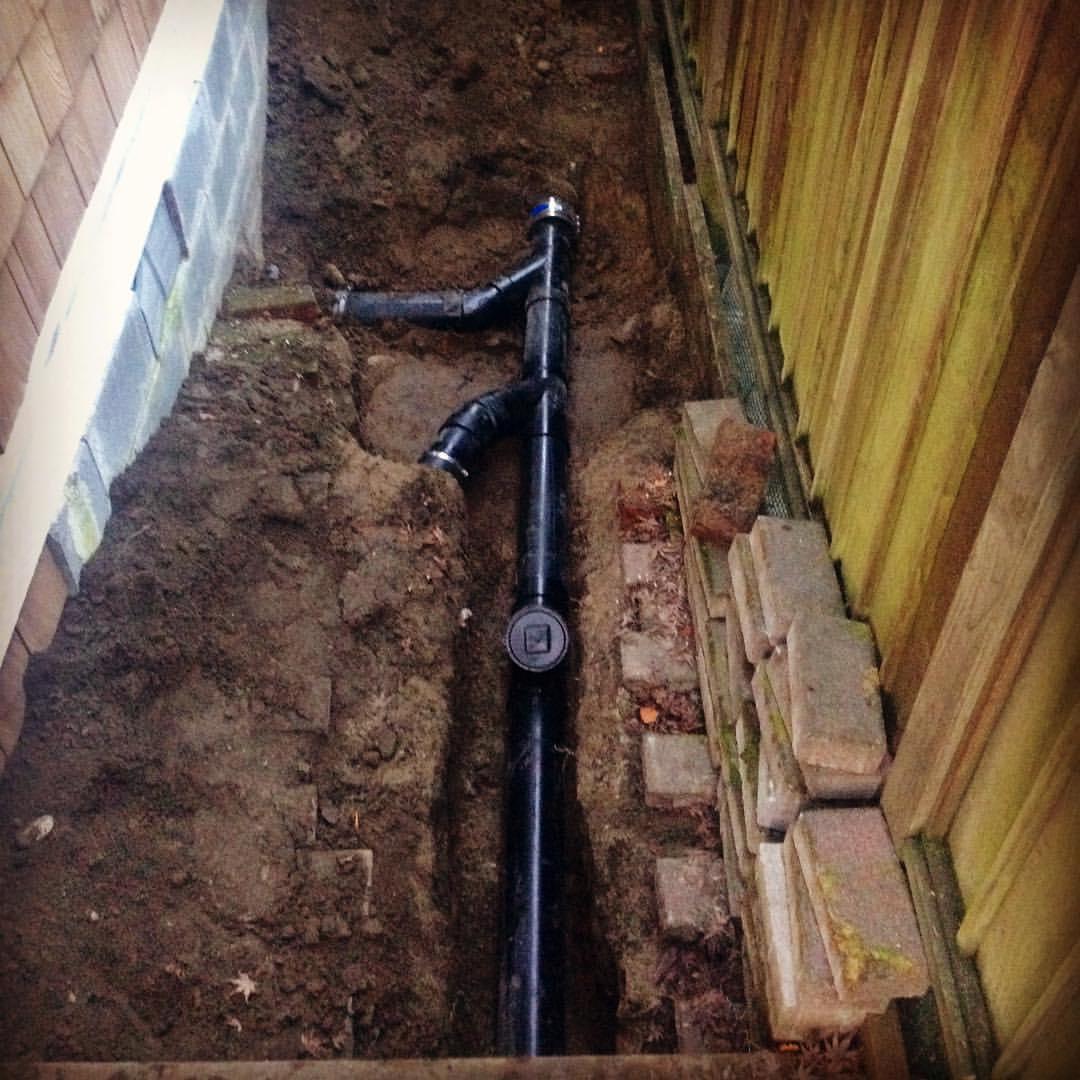 Можно ли класть канализационные трубы на землю