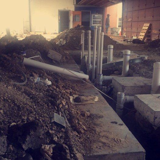 Прокладка труб канализации в частном доме