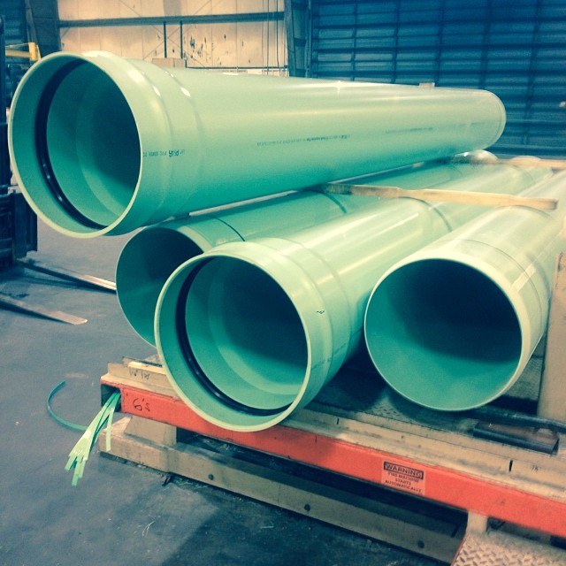 Зеленые канализационные трубы