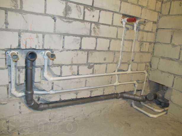 Монтаж канализации в стене частного дома