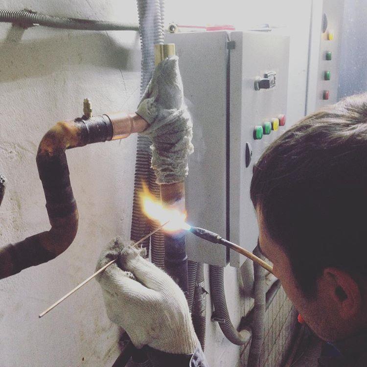 Процесс пайки медных труб